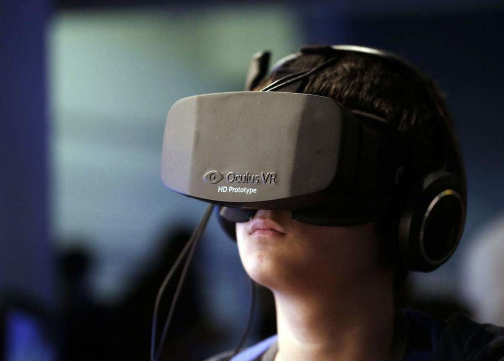 EXPERIENCE WORLD WITH VIRTUAL REALITY